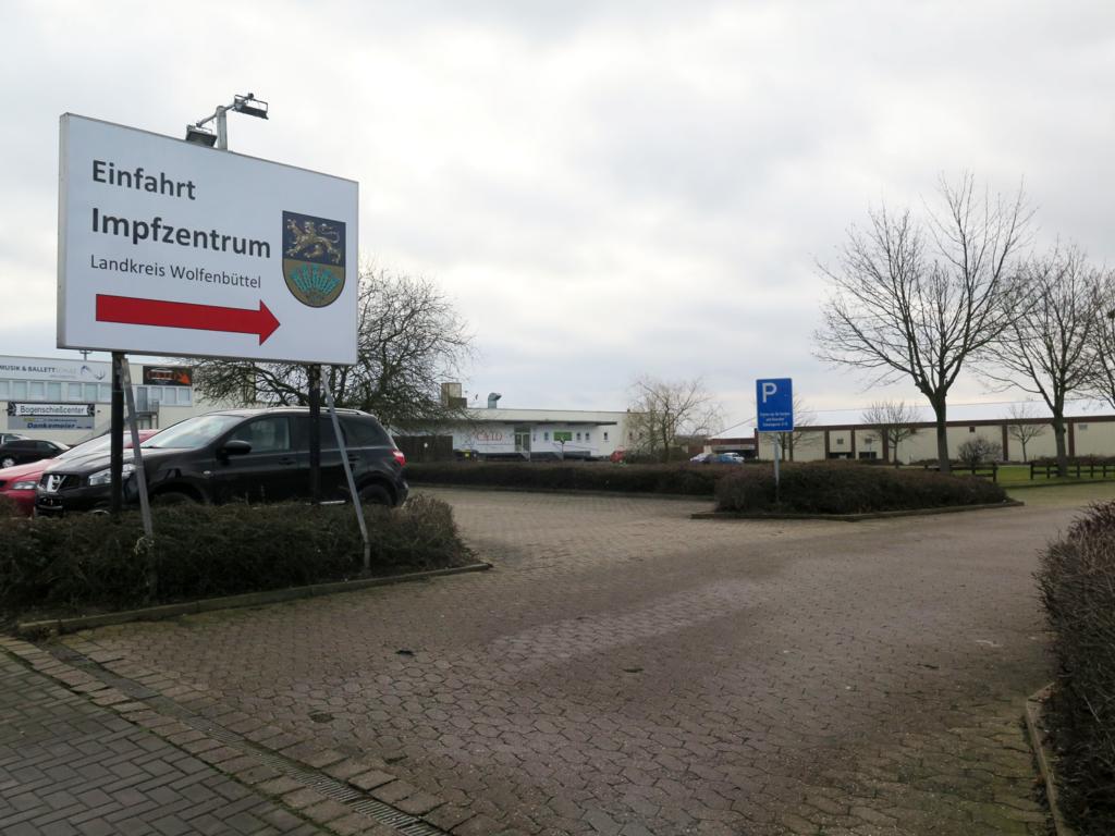 Einfahrt Impfzentrum Wolfenbüttel